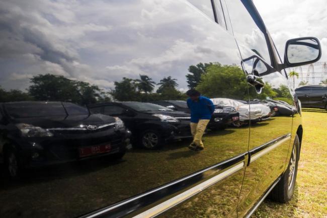 Gubernur Riau Tegas Minta Bapenda Kejar Tunggakan Pajak Kendaraan Plat Merah