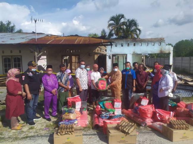Pemko Pekanbaru Berikan Bantuan ke Warga Korban Kebakaran Rumah di Kulim