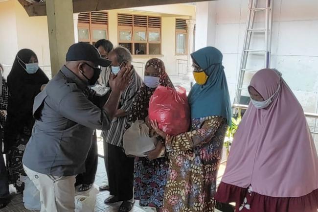 Humas Polda Riau dan WPMR Bagikan 250 Paket Sembako