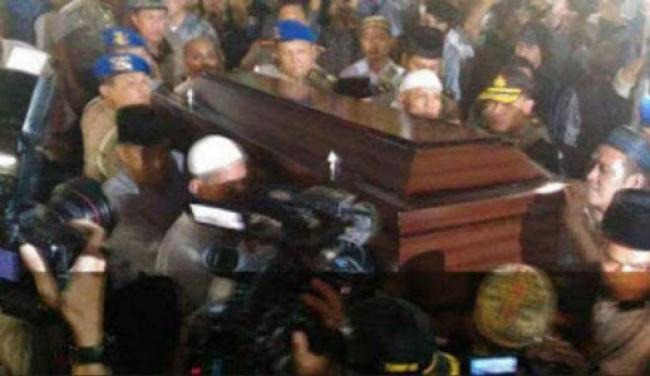 Usai Sholat Jumat , Jenazah Ayah Kapolri Jenderal Tito Karnavian Dimakamkan