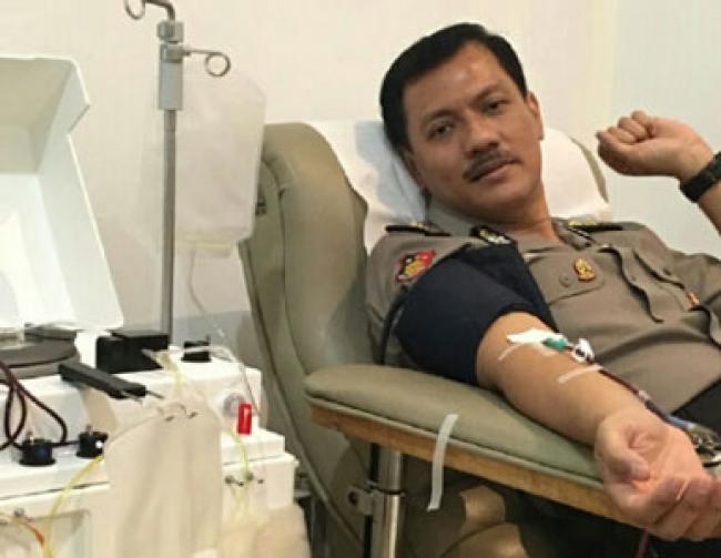 75 Kali Donor Darah, Mantan Kapolres Kepulauan Meranti Terima Penghargaan dari PMI