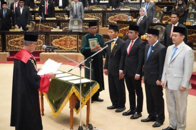 Empat Pimpinan DPRD Riau Masa Bhakti 2019-2024 Resmi Dilantik