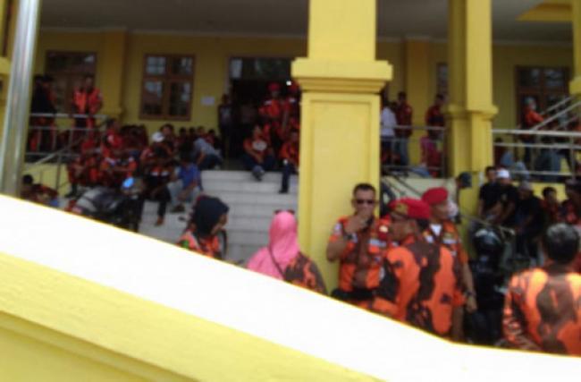 Bela Firdaus, Ratusan Anggota Ormas PP Geruduk Balai Adat Pekanbaru