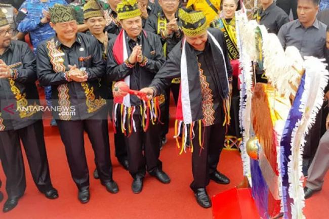 Menpar Buka Festival Pacu Jalur di Kuansing, Hadiah Utama jadi Rp100 juta