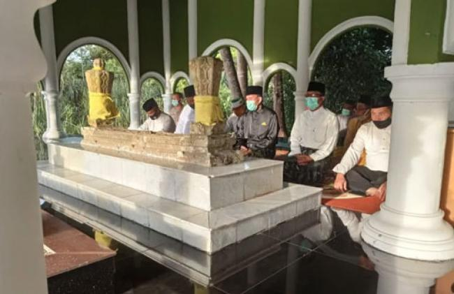 Sempena Hari Jadi ke-21 Kabupaten Siak, Pjs. Bupati Ziarah ke Makam Raja Kecik Yang Termasyur
