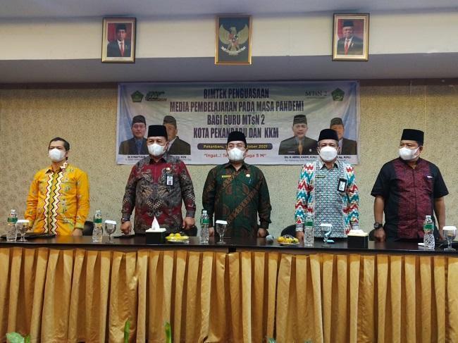 Kakanwil Kemenag Riau: Guru Harus Menguasai Media Pembelajaran