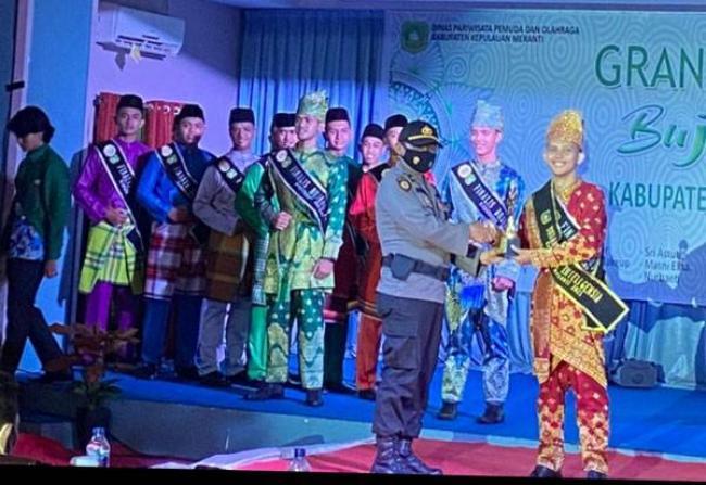 M Fadli Gunawan dan Nur Indahyani Pemenang Bujang dan Dara Kepulauan Meranti 2021