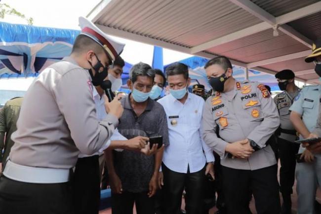 Kapolda Riau Resmikan Layanan Drive Thru Terpadu di Polres Rohil