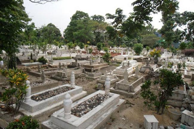 Hadapi Dua Malaikat Kubur, Ini Beda Muslim dan Non-Muslim