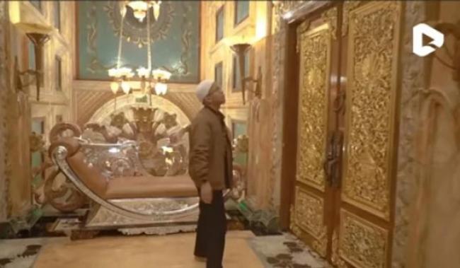 Rumah Megah Orang Kaya Raya di Palu Bak Istana Berlapis Emas