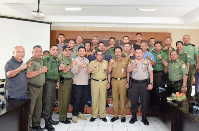 Wagubri Lepas Tim Satgas Penertiban Sawit Ilegal untuk Pelalawan dan Kuansing