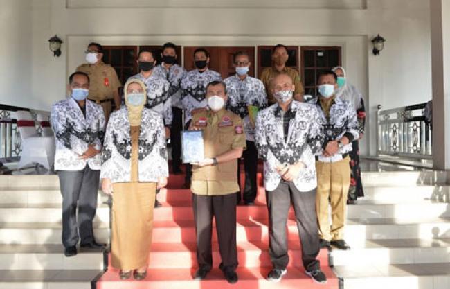 Berikan Kontribusi Berskala Nasional, Gubri Apresiasi Guru di Riau Buat Aplikasi `Bantu Guru`