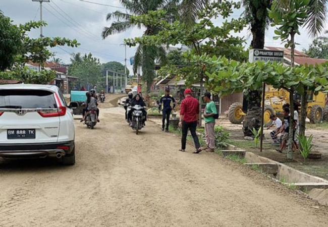 Jalan Kepenghuluan Lubuk Jawi Sudah Diperbaiki Base dan Mulus, Warga Apresiasi Pemkab Rohil