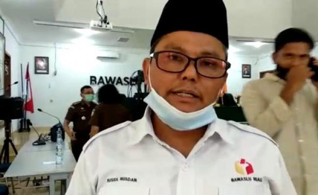 Rusidi Rusdan Laporkan Pelanggaran Pilkada Di Riau Ke Sentra Gakkumdu Pusat