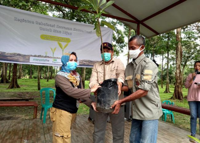 Dinas LHK Riau Apresiasi Gerakan Green Radioline Menanam di TWA Buluh Cina
