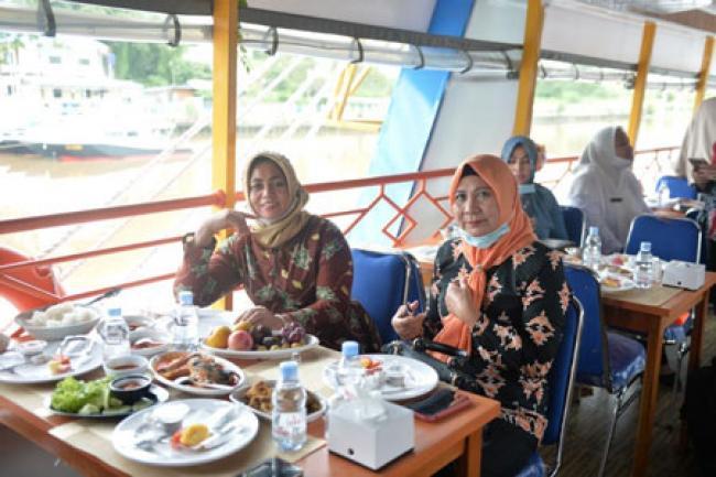 Jajal Kapal Wisata Quantung Cruise, DWP Riau Telusur Sungai Siak Sambil Promosikan Pariwisata