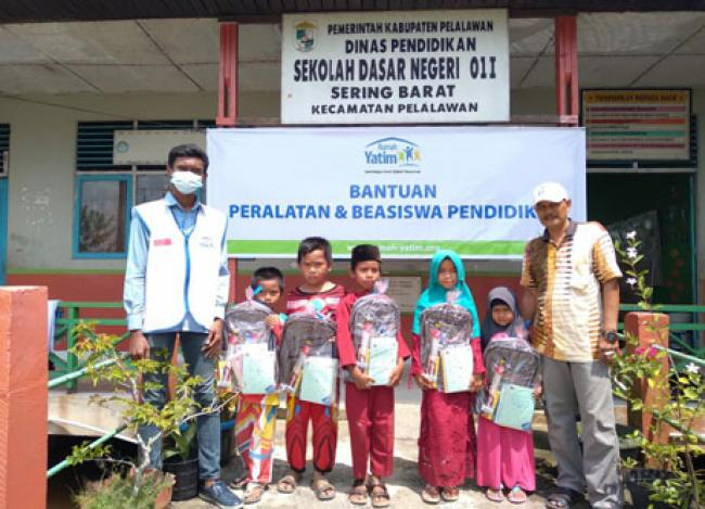 Bantuan Pendidikan untuk SDN 011 Sering Barat Riau