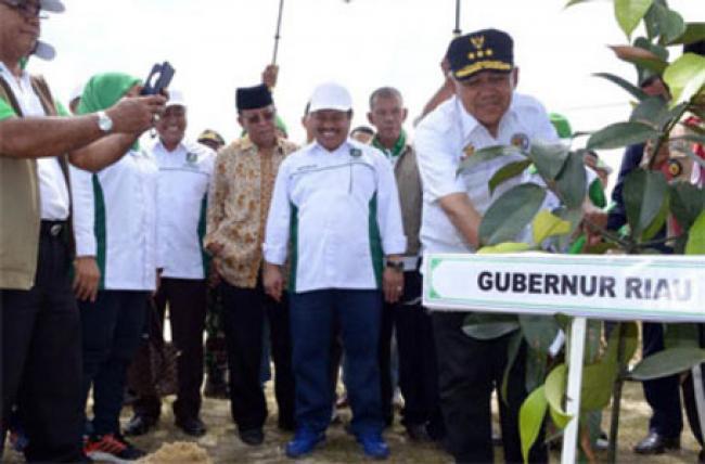 Gubri Buka Aksi Serentak Menanam Pohon dan Penghijauan Tahun 2016 di Kecamatan Pinggir