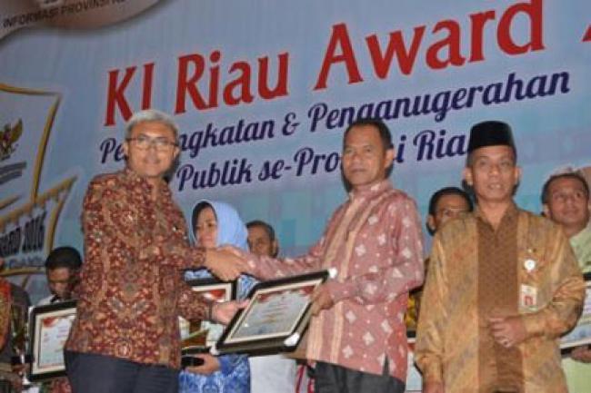 Kampar Terima Penghargaan KI Riau Award 2016