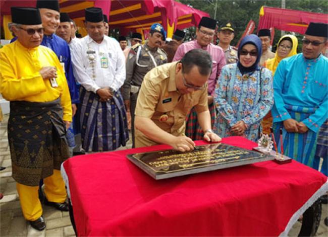 Bank Riau Kepri Serahkan CSR Taman Selatpanjang Kota Sagu