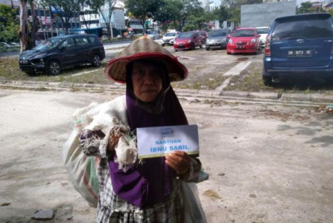 Ibu Sartini, Merantau ke Pekanbaru untuk Cari Anaknya